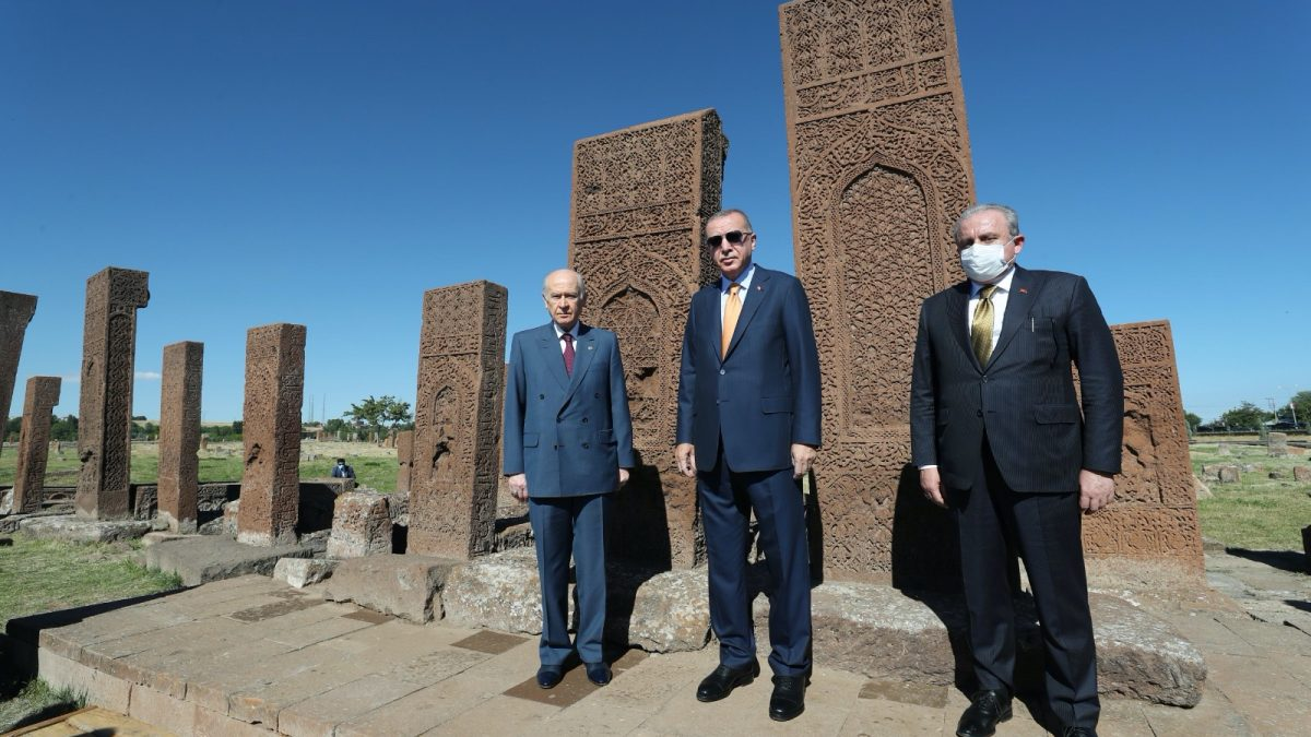 Cumhurbaşkanı Erdoğan, Ahlat Selçuklu Mezarlığı'nı ziyaret etti