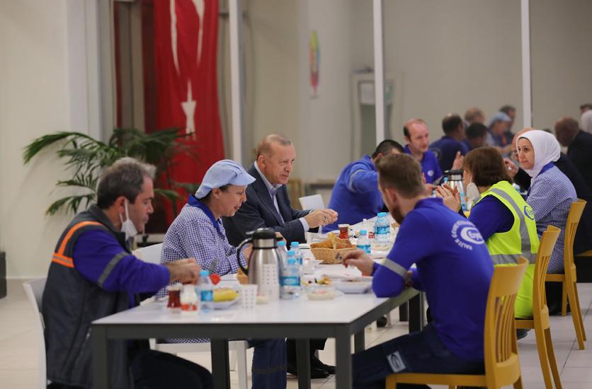 Cumhurbaşkanı Erdoğan, işçilerle iftar yemeğinde bir araya geldi